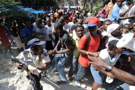 140959-policier-haitien-tente-bien-mal