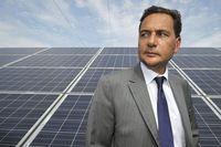 776224_le-ministre-de-l-energie-eric-besson-lors-d-une-visite-de-la-centrale-photovoltaique-de-bollene-le-16-septembre-2011