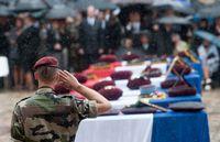 Ceremonie-d-hommage-aux-sept-soldats-morts-en-afghanistan-13