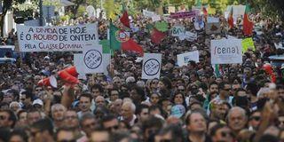 1760972_3_6b24_manifestation-contre-l-austerite-a-lisbonne-le_659d87ad4e531defaf007aae2f8fc682