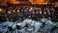 Place-trioumfalnaia-la-police-est-immediatement-intervenue-pour-reprimer-une-manifestation-qui-n-av