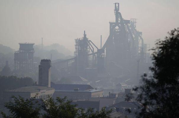 93492_general-view-of-the-arcelormittal-florange-hayange-blast-furnace-in-hayange