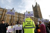Grande-bretagne-angleterre-parlement-manifestation-euro-europe-union-europenne-25102001-930x620-REUTERS_scalewidth_630