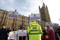 Grande-bretagne-angleterre-parlement-manifestation-euro-europe-union-europenne-25102001-930x620-REUTERS_scalewidth_630
